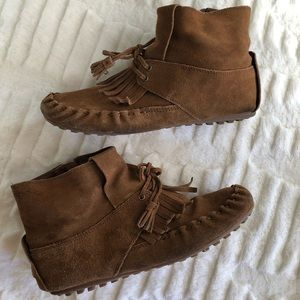 Minnetonka moccasin brown leather booties Size 8